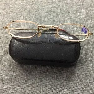 Accessories - Compact reading glasses gold w case new +3.00